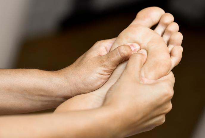 Causas y prevención del mal olor de pies
