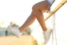 Zapatillas blancas, la tendencia recuperada.